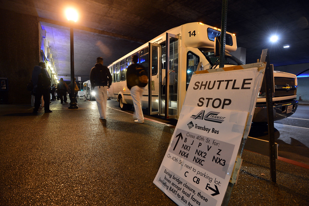 Description of . Shuttles line up to carry commuters at the MacArthur BART station in Oakland, Calif., on Thursday, Aug. 29, 2013. (Kristopher Skinner/Bay Area News Group)