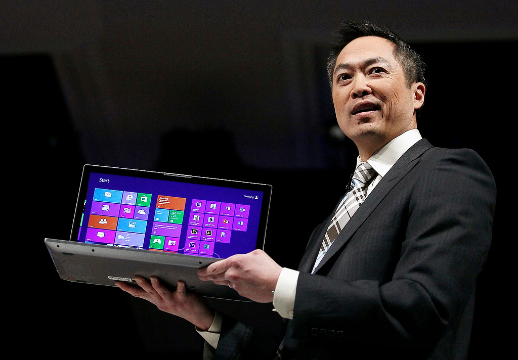 Description of . Michael Abary, senior vice-president for Samsung Electronics America, shows off a Series 7 Chronos laptop at the Samsung news conference at the Consumer Electronics Show (CES) in Las Vegas January 7, 2013.  (REUTERS/Rick Wilking)
