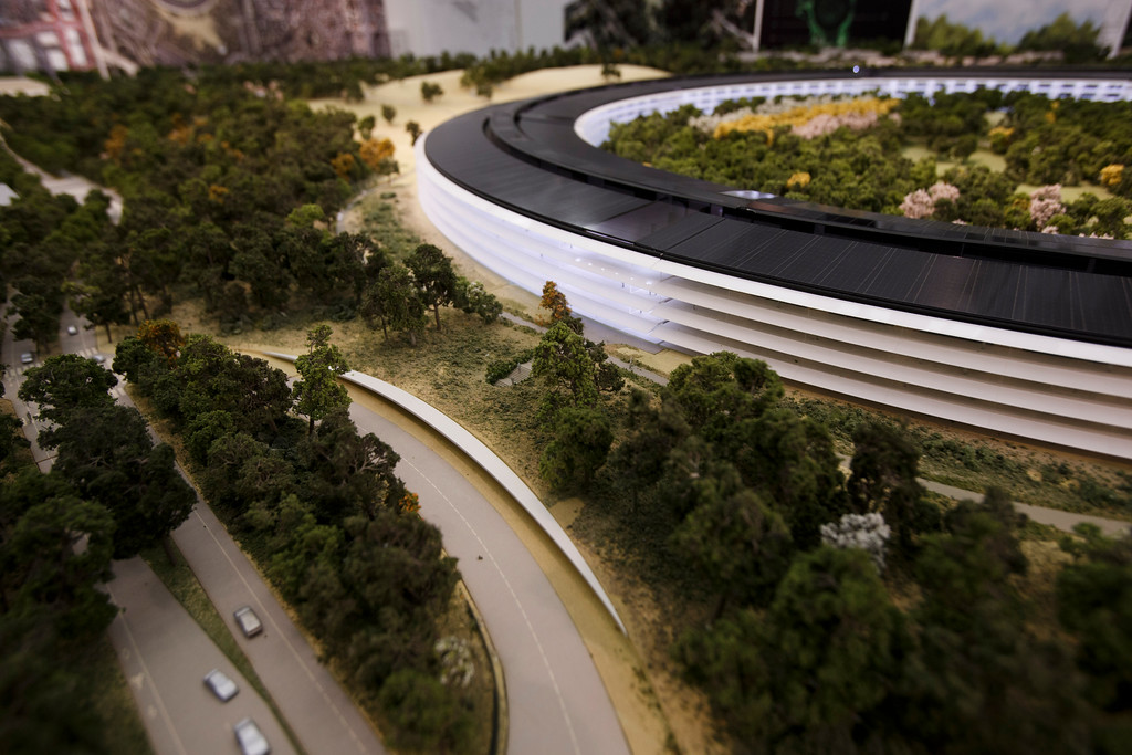 . A model of Apple\'s proposed new campus includes a transit center. The plan will go up for a final vote before the Cupertino City Council on Oct. 15. The rendering was photographed at  Apple\'s office located at the proposed new campus site on Oct. 10, 2013 in Cupertino. (Dai Sugano/Bay Area News Group)