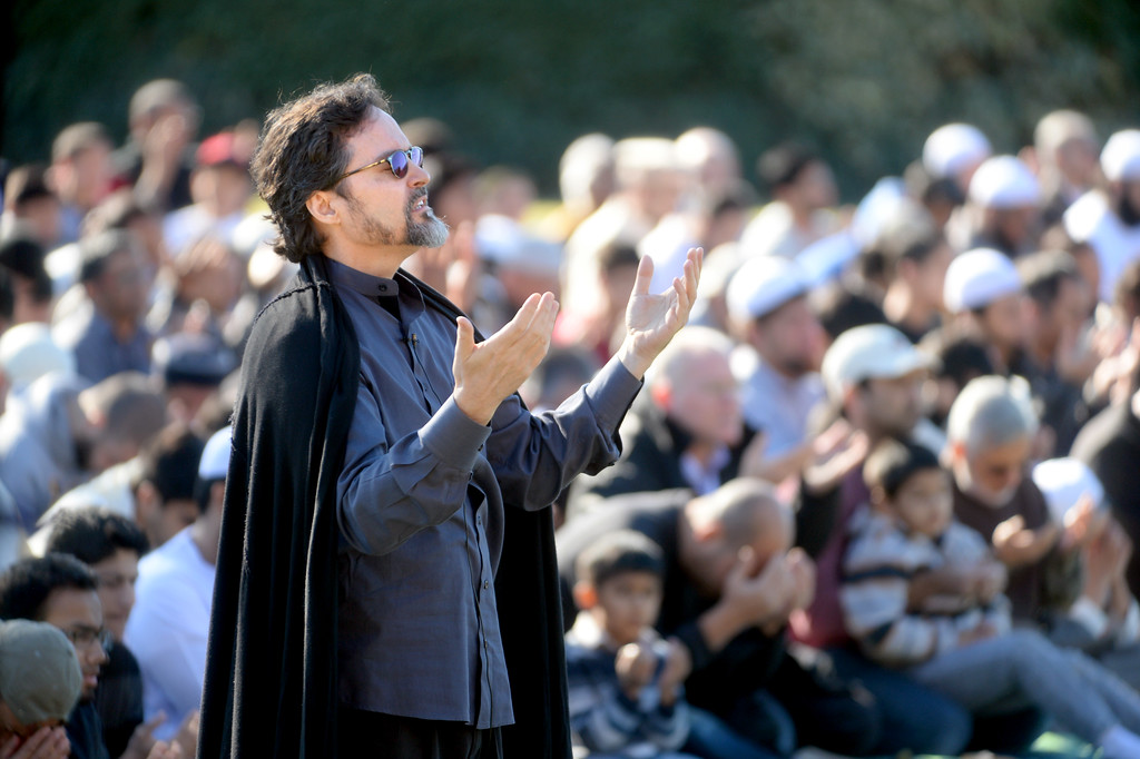 """. Sheikh Hamza Yusuf, with Berkeley\'s Zaytuna College, asks people to pray for rain during the conclusion of his sermon at the Alameda County Fairgrounds in Pleasanton, Calif., on Saturday, Feb. 1, 2014. Because of California\'s on going drought a large group from the Muslim community attended a \""""Salatul Istisqa\"""" a prayer for rain held by the San Francisco Bay Area chapter of the Council on American-Islamic Relations. Imam Zaid Shakir, co-founder of Zaytuna College was also one of the event\'s organizers. (Doug Duran/Bay Area News Group)"""