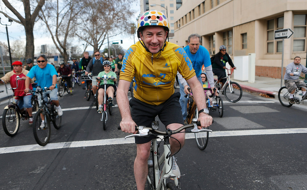 . Dublin Lord Mayor Oisín Quinn participates in a bike ride in San Jose, Calif., on Sunday, March 9, 2014. Quinn joined cyclists on a seven-mile bicycle ride through the city as part of San Jose-Dublin Sister City Program festivities. Quinn is known for having championed the effort to create a bike sharing service in Dublin much akin to the similar service that\'s sprang up in San Jose and other Bay area cities. (Jim Gensheimer/Bay Area News Group)