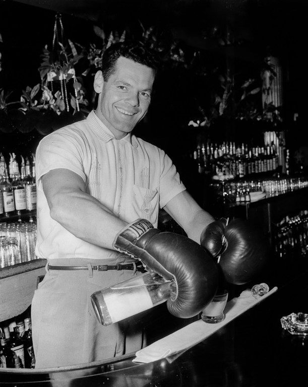 . September 9, 1955 - Heavyweigh Chuck Lewis keeps busy bartending when he isn\'t training for a fight. (Moses Cohen / Oakland Tribune)
