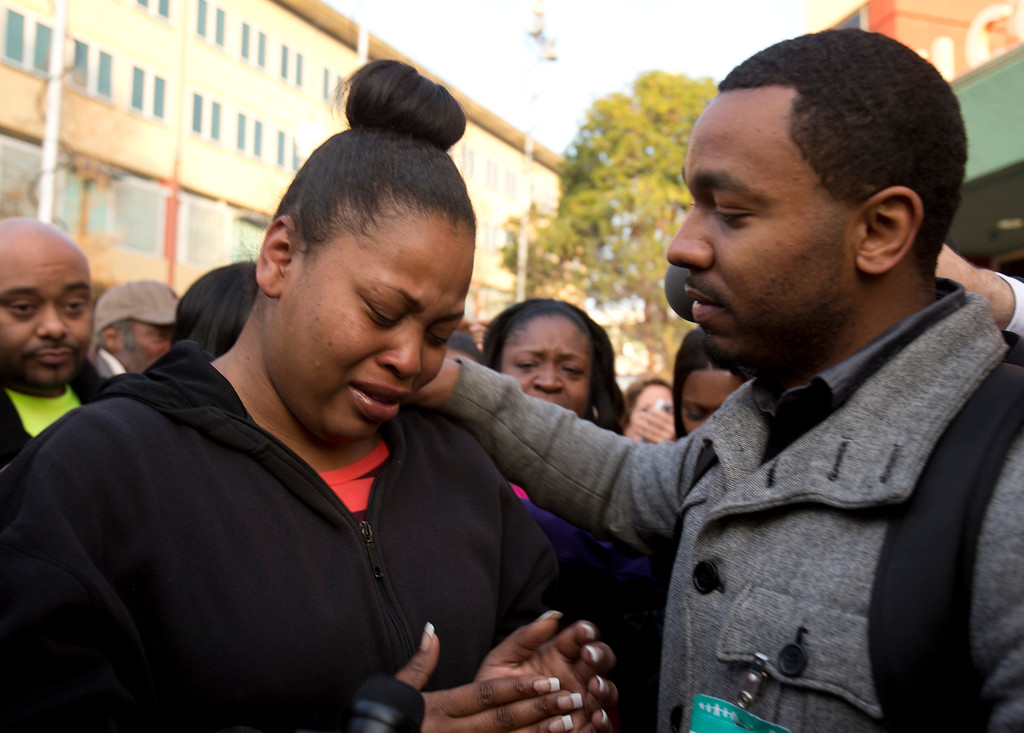 . Nailah Winkfield, left, mother of 13-year-old Jahi McMath, is comforted by her brother, Omari Sealey, as she talks to the media outside Children\'s Hospital Oakland, Monday, Dec. 30, 2013, in Oakland, Calif. McMath, who was declared brain dead after complications of a a three-part surgery to remove her tonsils and clear tissue from her nose and throat, will now stay on a ventilator through Jan. 7. (D. Ross Cameron/Bay Area News Group)