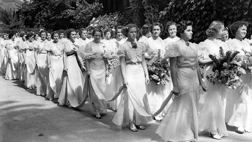 . Anna Head School graduates in their formal graduation ceremony on June 13, 1937.  (Oakland Tribune Archives)