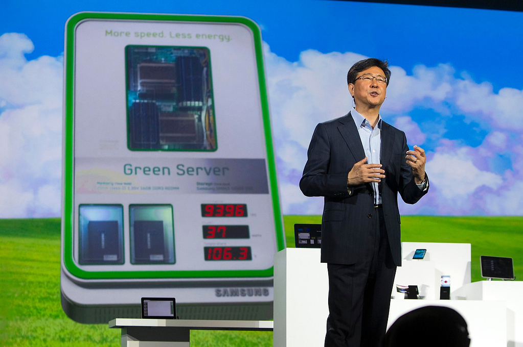. Stephen Woo, president of Device Solutions Business for Samsung Electronics, speaks about Green Server technology during a keynote address at the Consumer Electronics Show (CES) in Las Vegas January 9, 2013. Samsung also introduced a new faster processor and prototype devices with flexible OLED screens.  (REUTERS/Steve Marcus)