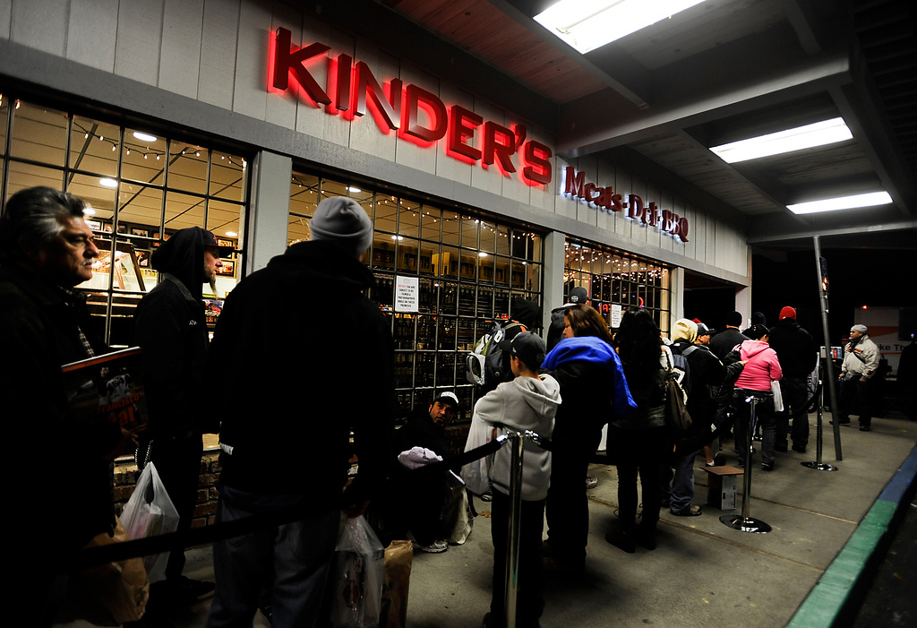 . People line up at Kinder\'s Meats and Deli to meet Giants reliever Sergio Romo and rapper E-40 at a Marine Corps Reserve Toys For Tots event on Wednesday, Dec. 12,  2012, in Pleasant Hill, Calif. Some lined up as early as noon for the event, which started shortly after Romo appeared just after 6 p.m. Rapper E-40 joined Romo about an hour later to sign autographs for people who brought in toys to help support the cause. (Susan Tripp Pollard/Staff)