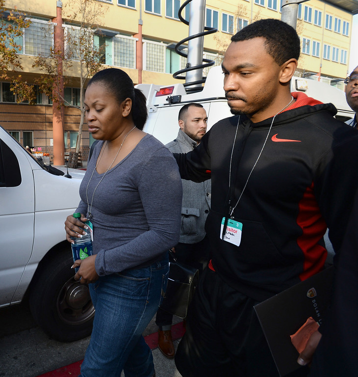 . Nailah Winkfield, left, and Omari Sealey, right, walk back to the hospital after a press conference about Winkfield\'s  daughter Jahi in front of Oakland\'s Children\'s Hospital in Oakland, Calif., on Tuesday, Dec. 17, 2013. Jahi McMath, 13, was declared brain dead following complications from a three-part surgery to remove her tonsils and clear tissue from her nose and throat to treat her sleep apnea and other health issues.  (Dan Honda/Bay Area News Group)
