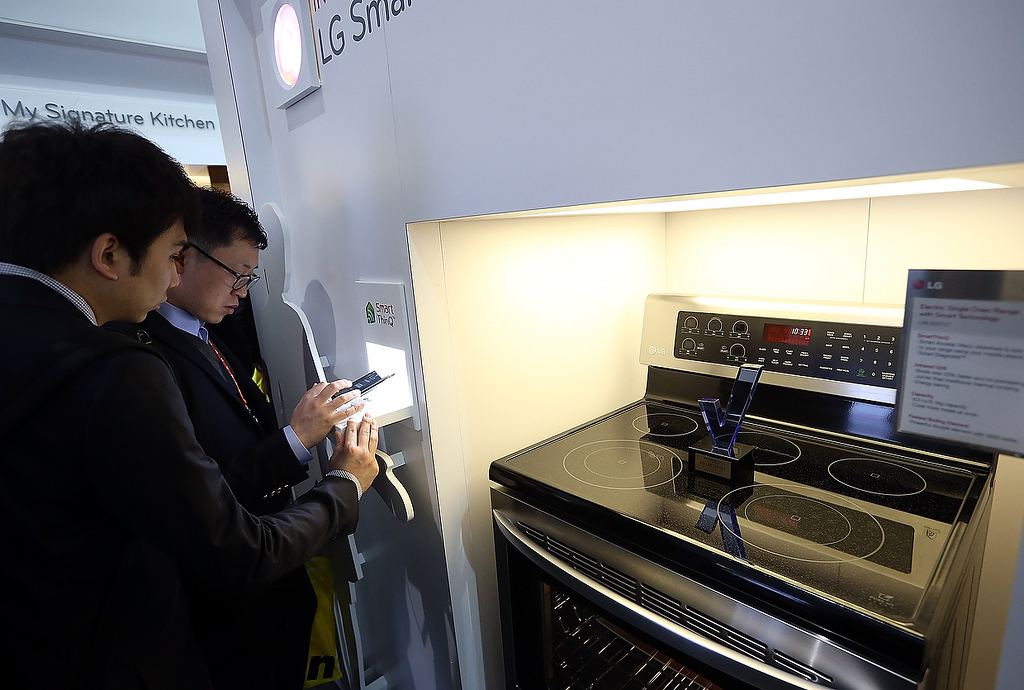 . Attendees inspect an LG Smart Oven during the 2013 International CES at the Las Vegas Convention Center on January 8, 2013 in Las Vegas, Nevada. (Photo by Justin Sullivan/Getty Images)
