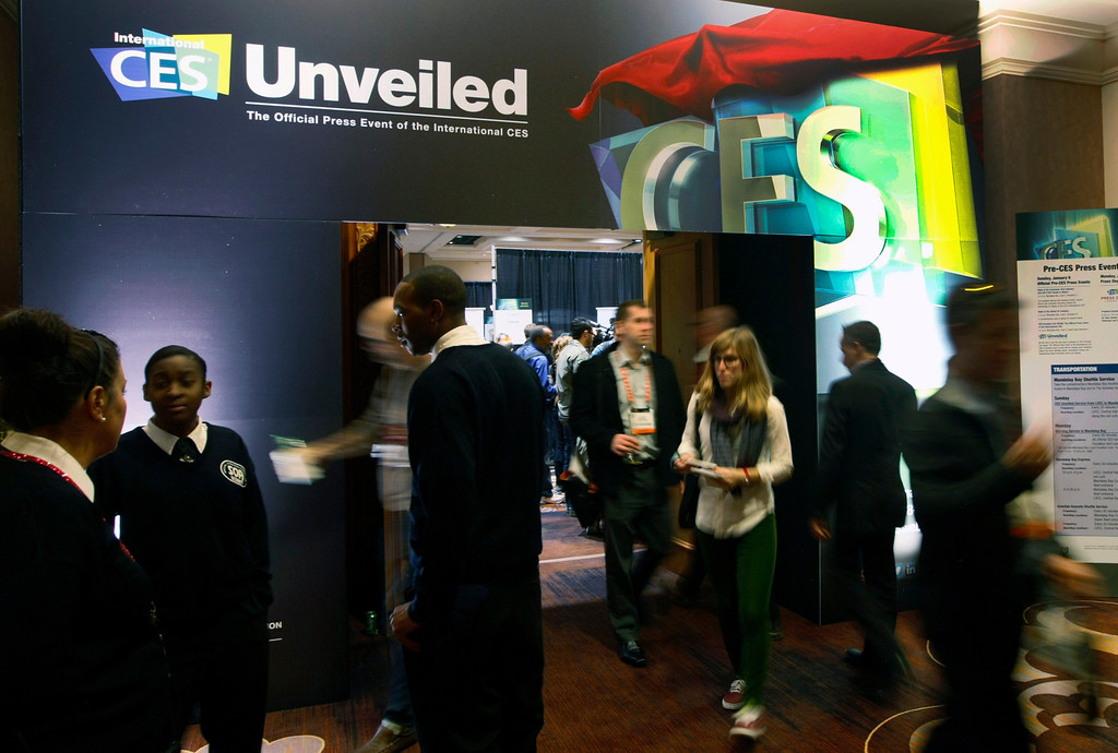 ". Showgoers attend the opening press event, ""CES Unveiled\"", at the Consumer Electronics Show (CES) in Las Vegas on Jan. 6, 2013. The world\'s largest technology conference kicks off on Monday. (REUTERS/Rick Wilking)"