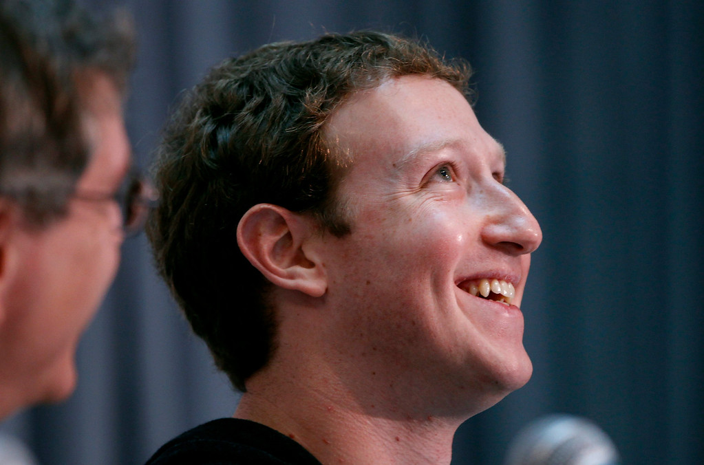 . Facebook CEO Mark Zuckerberg smiles at the crowd gathered at the Life Sciences Breakthrough Prize announcement in San Francisco, California February 20, 2013. Eleven winners of the inaugural award each received $3 million and were recognized for excellence in research aimed at curing intractable diseases and extending human life. REUTERS/Robert Galbraith