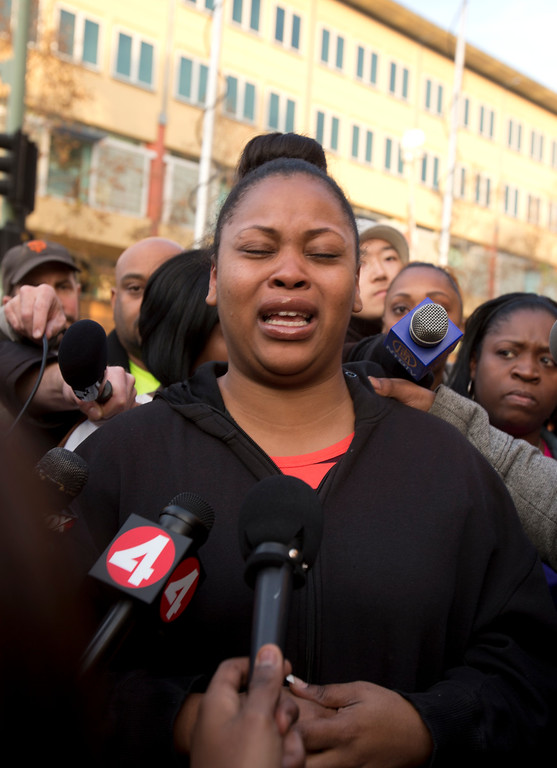 . Nailah Winkfield, mother of 13-year-old Jahi McMath, cries as she talks to the media about the impending deadline for removing the child from a ventilator, outside Children\'s Hospital Oakland, Monday, Dec. 30, 2013, in Oakland, Calif. (D. Ross Cameron/Bay Area News Group)