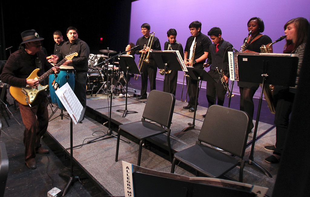 . Carlos Santana, left, plays with the San Leandro High School jazz band during an impromptu performance at the school in San Leandro, Calif., on Wednesday, Jan. 9, 2013. (Anda Chu/Staff)