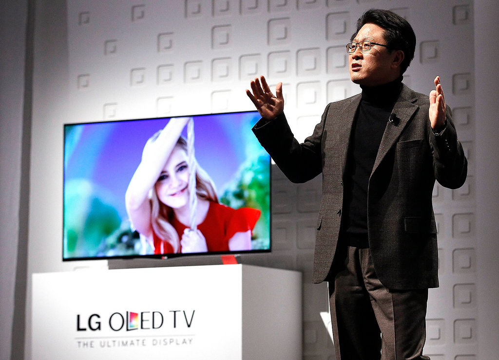 . Skott Ahn, Chief Technology Officer of LG Electronics, speaks at their news conference at the Consumer Electronics Show (CES) in Las Vegas January 7, 2013, in front of one of the company\'s new OLED TVs.  (REUTERS/Rick Wilking)