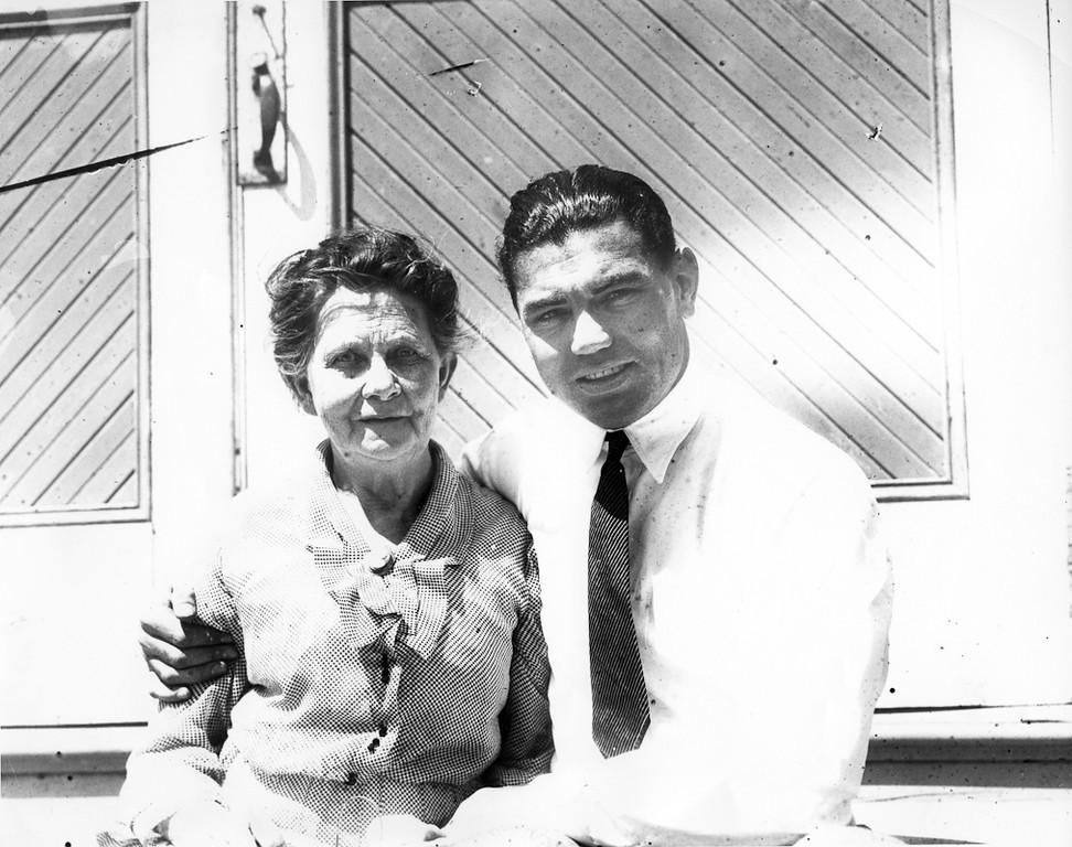 ". Ma Kearns, mother of manager Jack Kearns, and Jack Dempsey circa September 1922. (Edward \""Doc\"" Rogers / Oakland Tribune)"