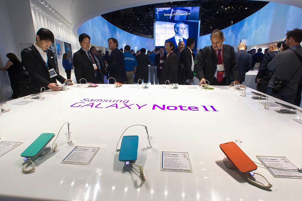 . Samsung Galaxy Note II phone-cum-tablets are displayed during the first day of the Consumer Electronics Show (CES) in Las Vegas January 8, 2013. (REUTERS/Steve Marcus)