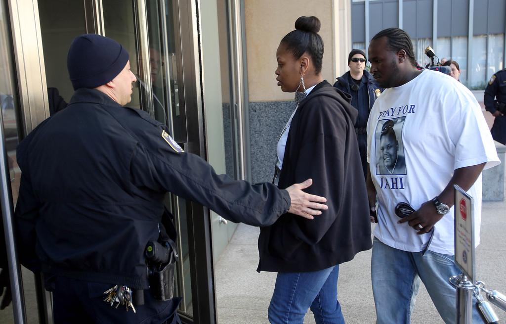 . Nailah, left, and her husband Martin Winkfield, mother and stepfather of Jahi McMath, 13, head to the United States District Court at the Ronald V. Dellums Federal Building in Oakland, Calif., on Friday, Jan. 3, 2014. (Jane Tyska/Bay Area News Group)