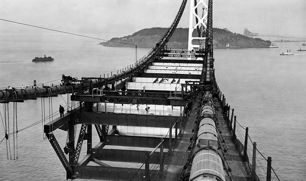 . 1936 - Installing the upper deck. (Peter Stackpole / Oakland Tribune)