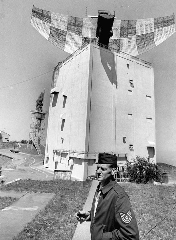 . 1978: Sgt. John Peters at the radar tower.
