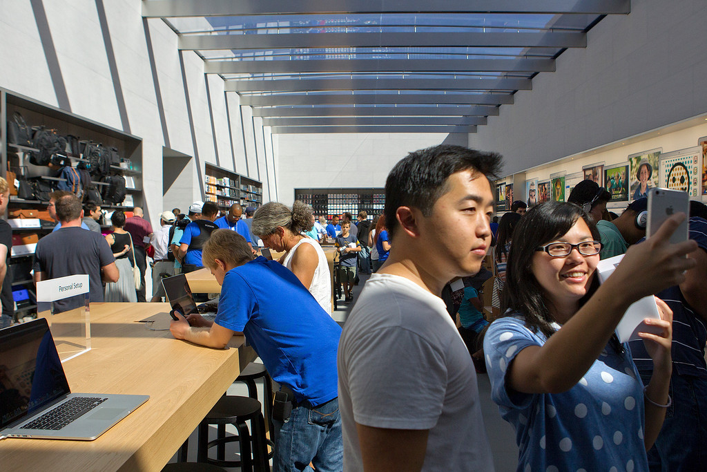 . Ivy Su, right, and Mike Ngo take a selfie at the redesigned Apple Store at the Stanford Shopping Center  in Palo Alto, Calif., on Saturday, Sept. 7, 2013.  (LiPo Ching/Bay Area News Group)