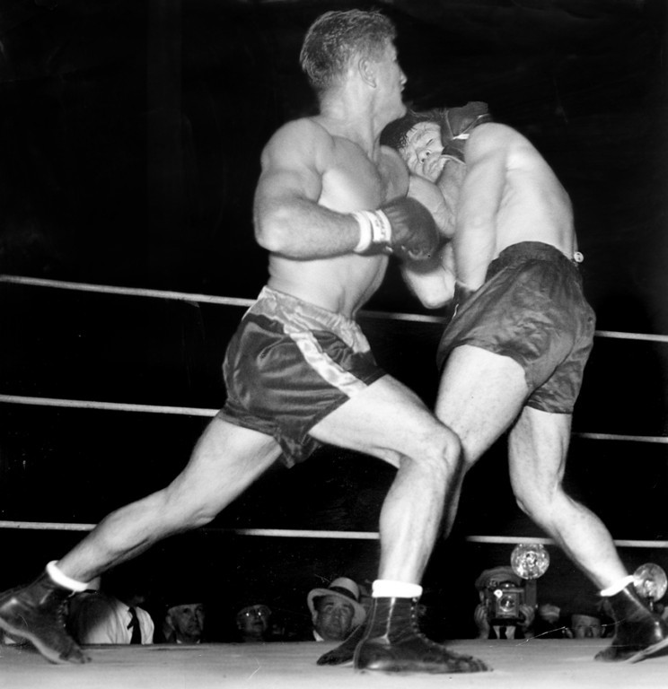. San Francisco, August 14, 1934 - Young Corbett\'s left hang grazes Mickey Walker\'s chin. Corbett won in a 10-round bout. (Oakland Tribune Photo)