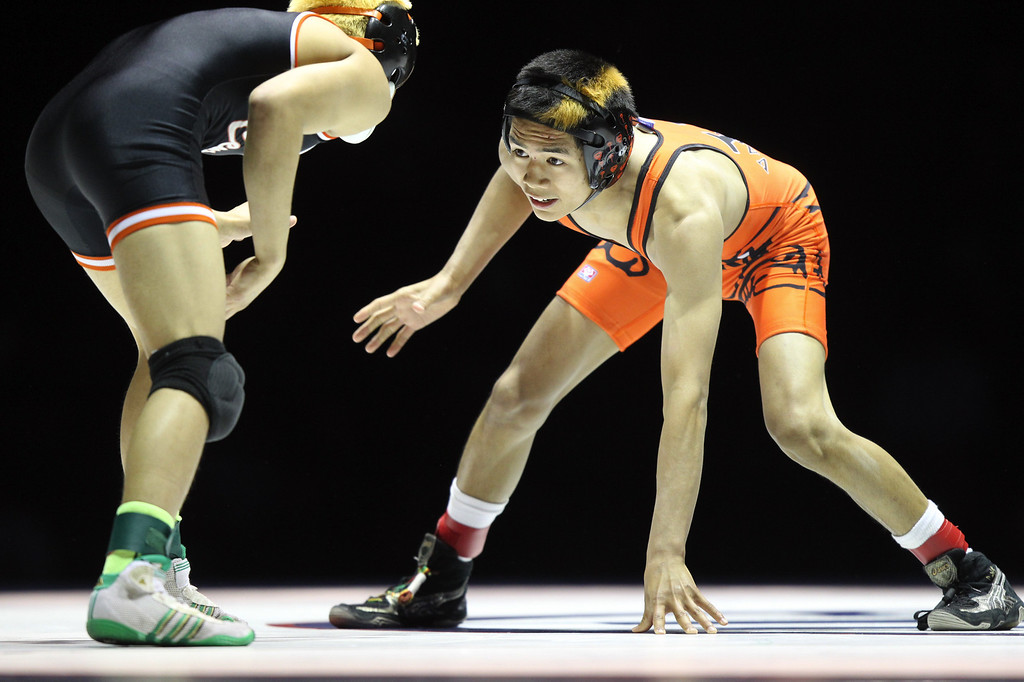 . Vacaville\' Gionn Peralta, right, faces off against Central\'s Adrian Composano in the 106-pound championship match during the California Interscholastic Federation wrestling championships in Bakersfield, Calif., on Saturday, March 2, 2013. Composano would go onto win the match 11-10. (Anda Chu/Staff)