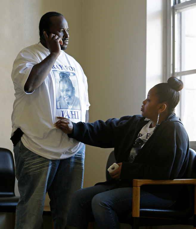 . Nailah Winkfield, right, mother of 13-year-old Jahi McMath, touches her husband Martin Winkfield as they wait outside a courtroom Friday, Jan. 3, 2014, in Oakland, Calif. A federal magistrate was expected to meet Friday with lawyers to try to resolve a dispute over the care ofJahi McMath, who was declared brain dead after tonsil surgery. (AP Photo/Ben Margot)
