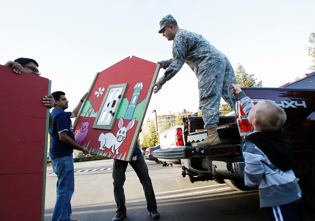 . NetScout Systems employees help load a playhouse into U.S. Army Major Troy Shearer\'s truck at the NetScout offices in San Jose, Calif. on Thursday, Feb. 21, 2013.   (LiPo Ching/Staff)