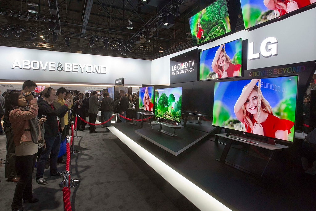 . Showgoers look at a display of 55-inch OLED televisions in the LG Electronics booth during the first day of the Consumer Electronics Show (CES) in Las Vegas January 8, 2013. The sets are the largest, lightest and thinnest OLED 3D TVs in production, a representative said. The televisions are expected to begin shipping in March. (REUTERS/Steve Marcus)