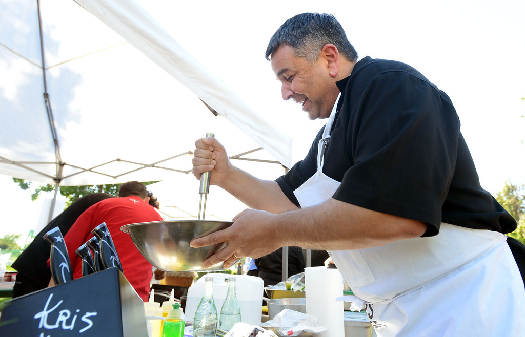 """. Dublin Mayor Tim Sbranti, helps prepare meals during the \""""Alameda County Mayors\' Healthy Cook-Off Challenge\"""" held at the Dublin Farmers\' Market at Emerald Glen Park in Dublin, Calif., on Thursday, July 25, 2013. The Dublin team consisting of Sbranti, Chef  Jose Guevara, and Sous-chef Ulises Rodriguez both of Johnny Garlic\'s restaurant  went on to take second place advancing them to compete against the winners of the Contra Cost County Mayors\' Healthy Cook-Off Challenge. The contest will be held at Mt. Diablo High School in the fall. The cook-off was presented by Concord\'s Wellness City Challenge and promotes the importance of healthy eating. (Doug Duran/Bay Area News Group)"""