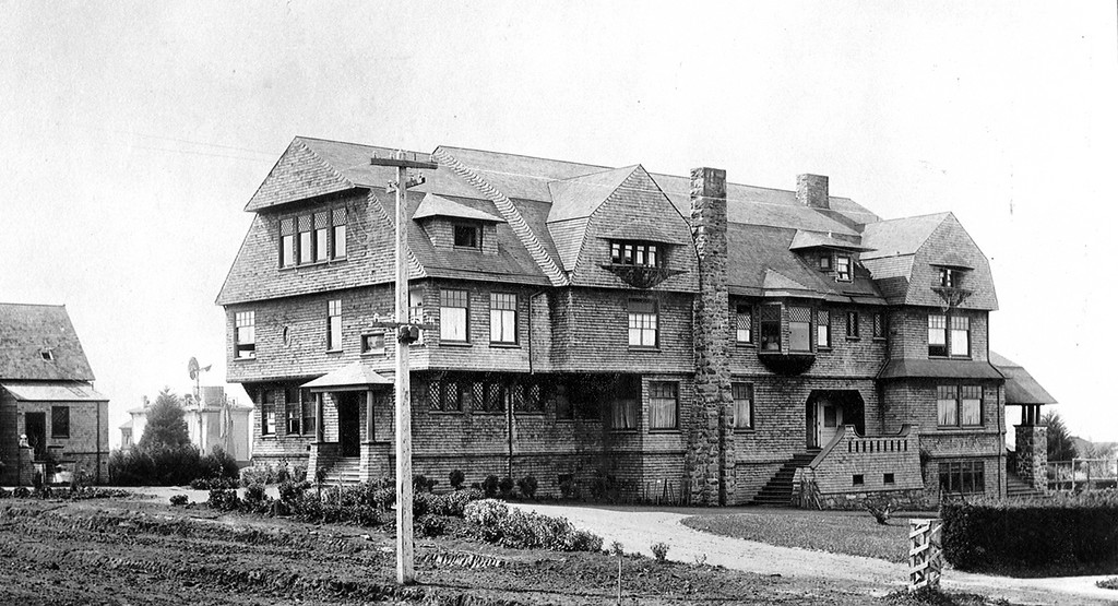 . Anna Head\'s school at Channing and Bowditch in Berkeley in 1890. (Oakland Tribune Archives)