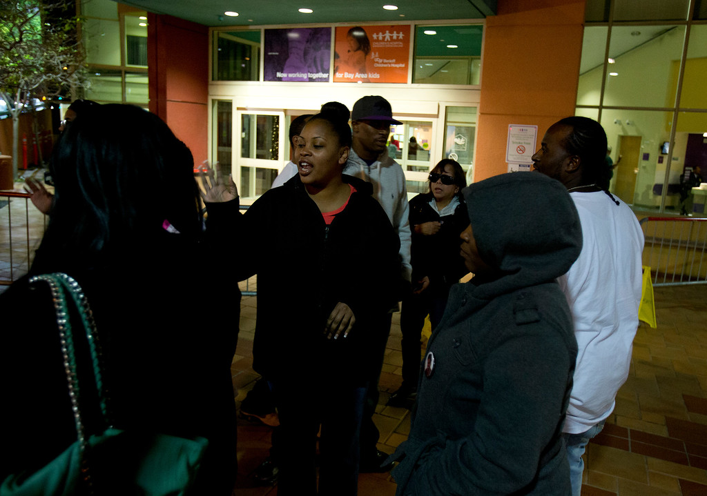 . Nailah Winkfield, center, mother of 13-year-old Jahi McMath, greets well-wishers outside Children\'s Hospital Oakland, Monday, Dec. 30, 2013 in Oakland, Calif. A judge granted an injunction to the family to keep the girl, who is brain dead, on a ventilator until at least Jan. 7. (D. Ross Cameron/Bay Area News Group)