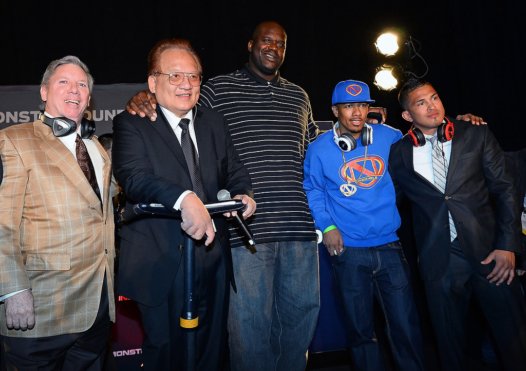 . (L-R) World Poker Tour commentator Mike Sexton, Monster Inc. Founder and CEO Noel Lee, former NBA player Shaquille O\'Neal, actor/media personality Nick Cannon and mixed martial artist and UFC lightweight champion Anthony Pettis pose after a Monster press event at the Mandalay Bay Convention Center for the 2014 International CES on January 6, 2014 in Las Vegas, Nevada. (Ethan Miller/Getty Images)