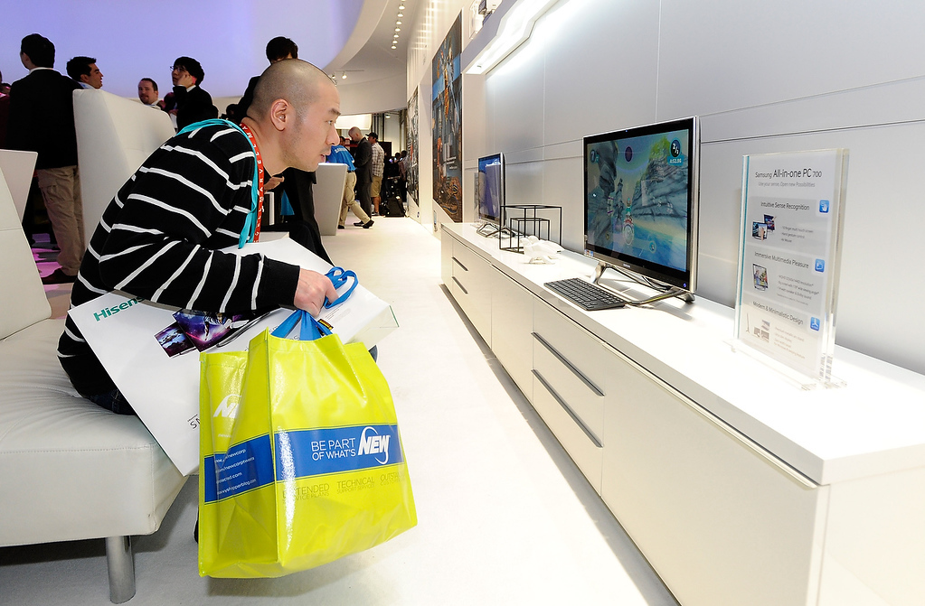 . Attendee David Young uses Samsung\'s All in One PC 700 with intuitive sense recognition at the 2013 International CES at the Las Vegas Convention Center on January 8, 2013 in Las Vegas, Nevada. (Photo by David Becker/Getty Images)